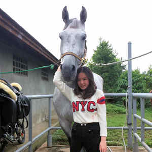 Joceline from Indonesia found her perfect show jumper via GHC, the 1.30 m class placed  Chianto/Chosen One.