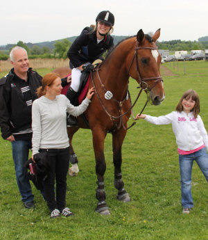High level jumper Casio with his rider Katka and her familiy. Katka was placed immediately on her first show. Congratulations!